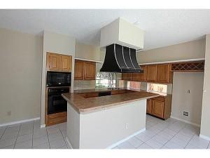 Kitchen Island n Bright Open Kitchen